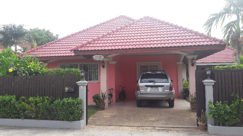 buy or sell Neat 3 bedroom family house east Pattaya at