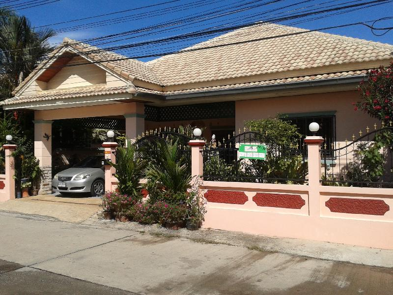 buy or sell 3 bedroom house east of pattaya near a school at