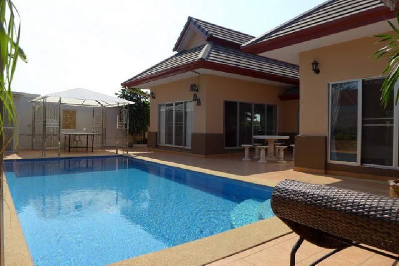 buy or sell 2 bed room house with private pool in a quiet village east of Pattaya at
