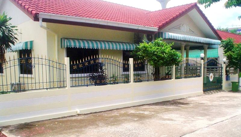 buy or sell 2 bed room house for rent east of Pattaya in a quiet but well deserved area