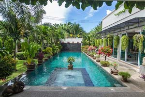 Luxury Villa for sale :  Luxury villa with tropical garden and pool near Maprachan lake at Pong East Pattaya