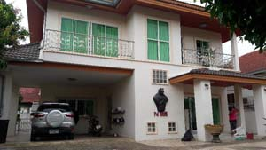 buy or sell 2 storey family house near a school and a nursery