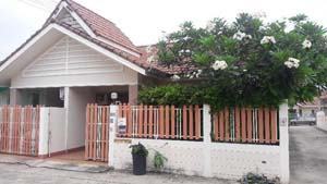 Small 1+ bed room 2 bath rooms town house east of Pattaya at