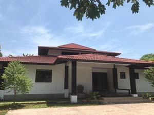 buy or sell Ranch style House and bungalows with pool on a big piece of land east of Pattaya