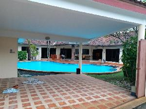 Nice 3 bedroom house with pool near Marprachan Lake at