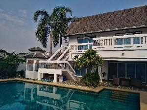 House for sale :  2 storey, 3 bedrooms house with pool, East of Pattaya at